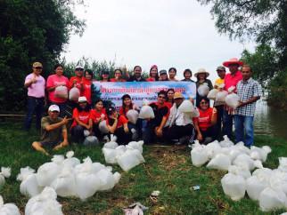 ทต.กระแสสินธ์ุ จัดทำโครงการปล่อยปลาในทะเลสาปและปลูกต้นไม้ ตามโครงการรักน้ำ รักป่า รักษาแผ่นดิน